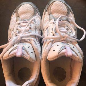 Women's size 7 new balance sneakers 👟